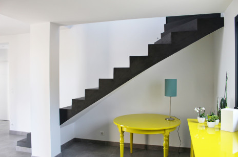 Escalier béton minéral noir