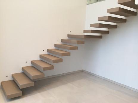 Escalier béton minéral suspendu marron glacé