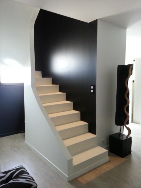 Escalier béton minéral anthracite blanc