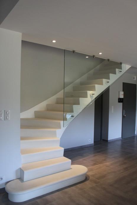 escalier béton minéral blanc