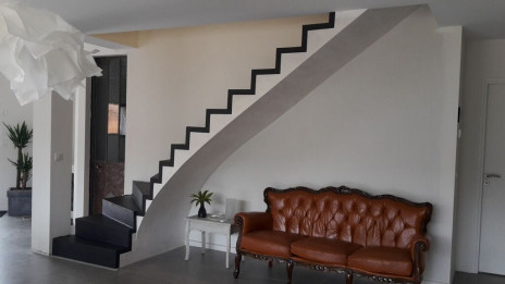 Escalier béton minéral