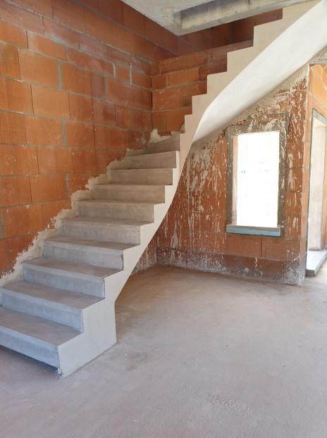 Escalier béton brut d'atelier