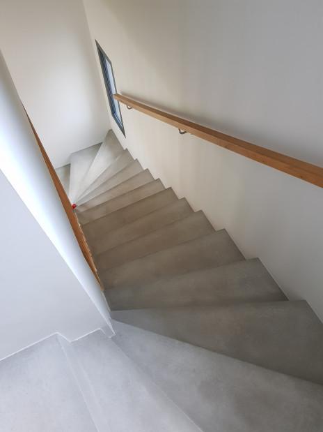 Escalier béton brut vitrifié